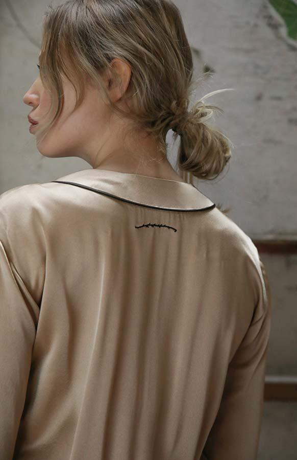 Création originale pour femme en satin - Sandrine Rocher Derichebourg - Photo Axel de Lai