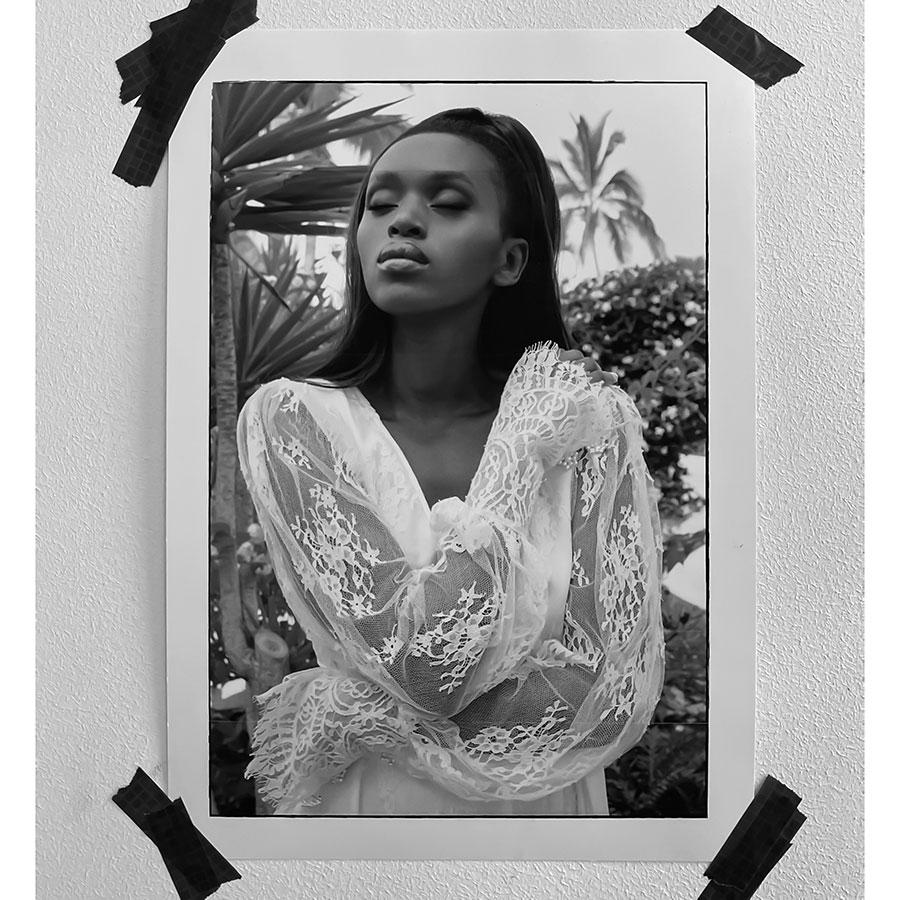 Robes de mariée sur-mesure en dentelle - Sandrine Rocher Derichebourg