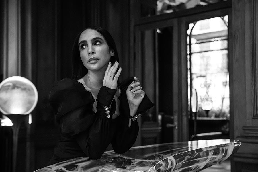 Sandrine Rocher Derichebourg - Créatrice de robes de soirée - Costume sur-mesure Paris - Photo Axel De Lai