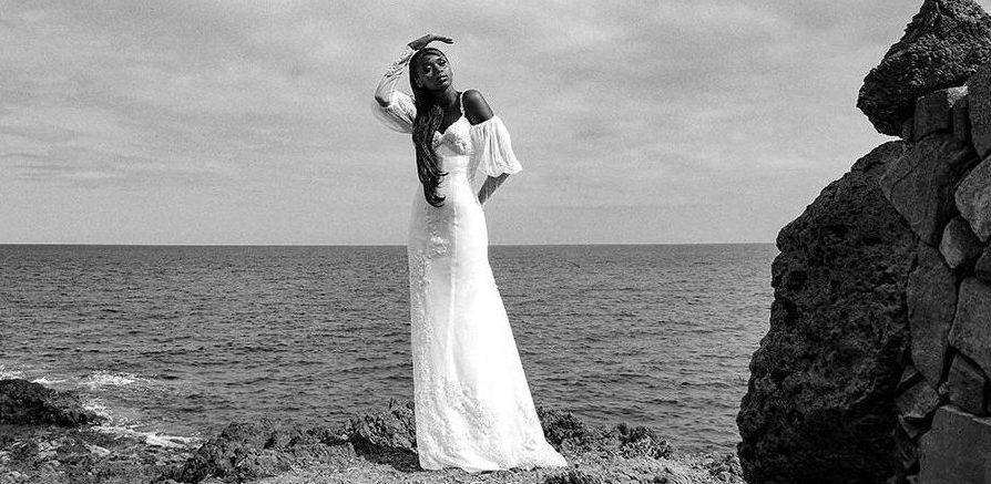 Robe de mariée sur-mesure épurée - Sandrine Rocher Derichebour - Collection Jacqueline